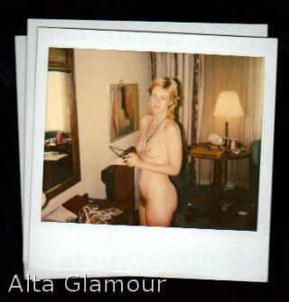 AMATEUR POLAROID - BLONDE IN MIRROR AND DURING ORAL SEX